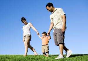 family-Walkig